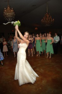 bride-tossing-bouquet
