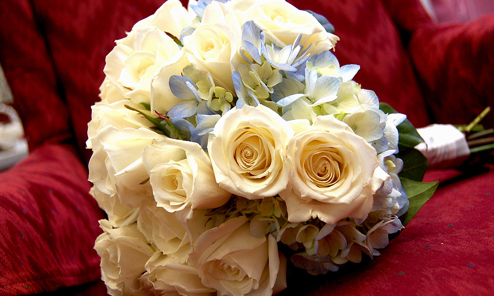 A Simple Bridal Bouquet Arrangement