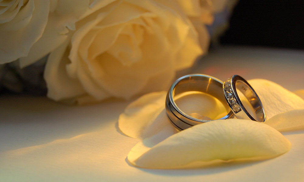 A Simple Wedding Ring Arrangement